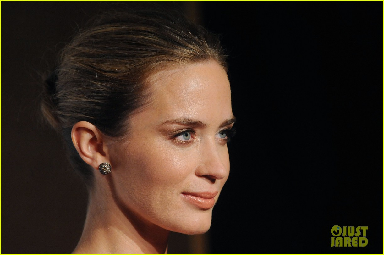emily blunt samantha barks london film critics circle awards 08