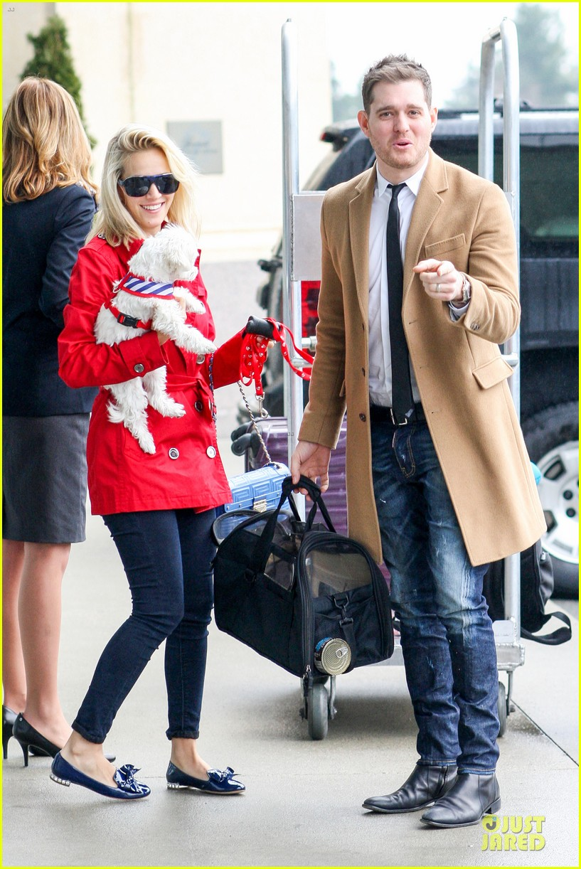 michael buble & luisana lopilato yvr airport departure with pet pooch simon 12