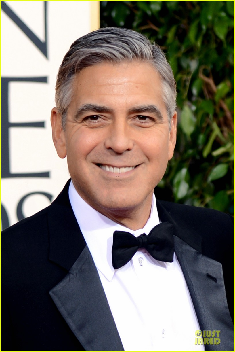 george clooney stacy keibler golden globes 2013 red carpet 02