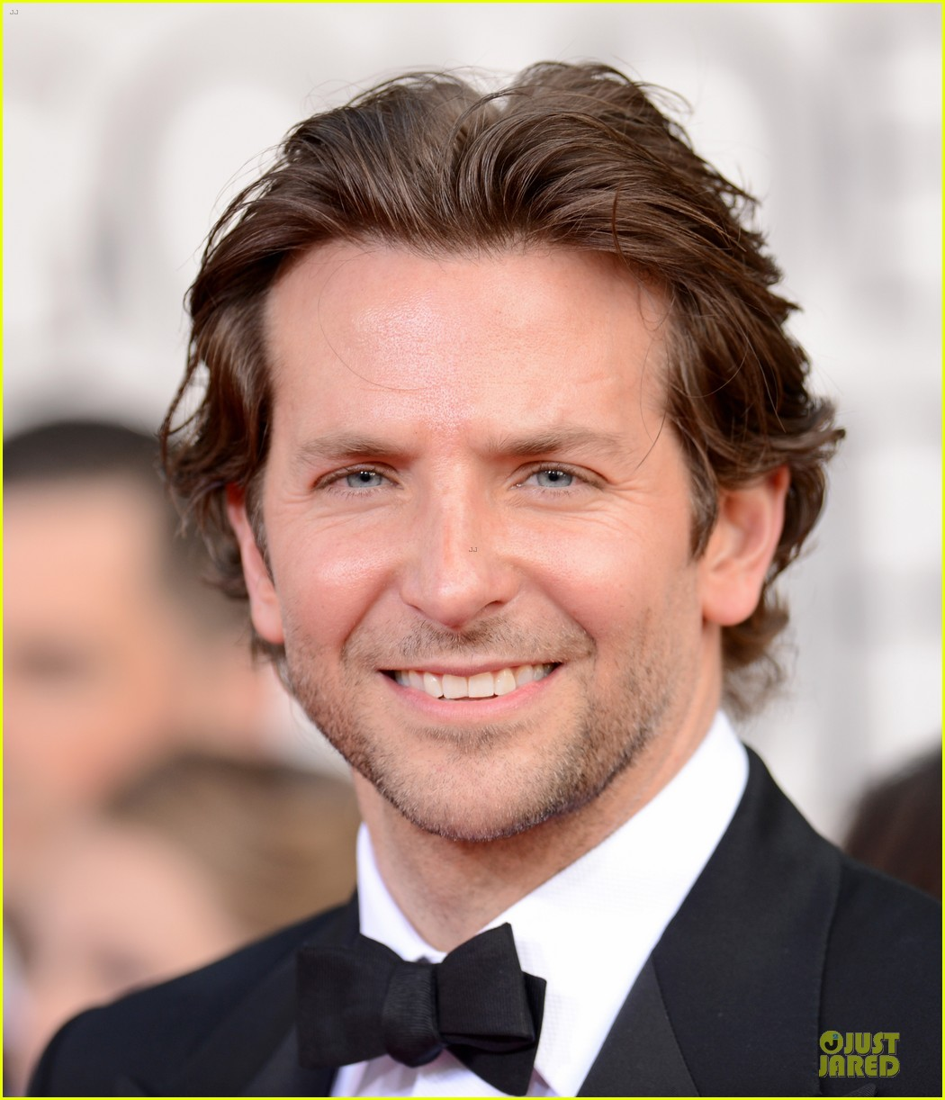 bradley cooper golden globes 2013 red carpet 022791040