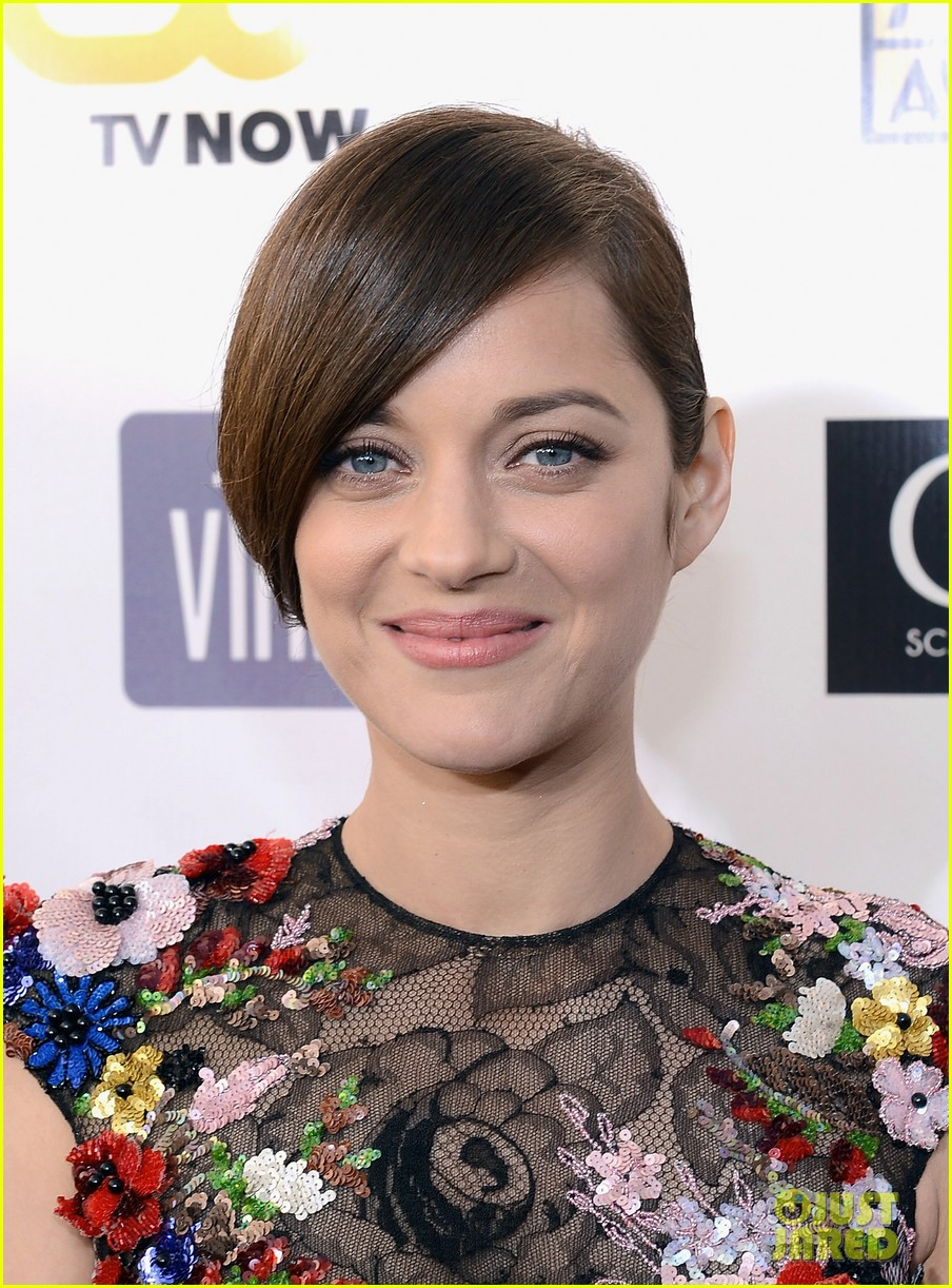 marion cotillard critics choice awards 2013 red carpet 03