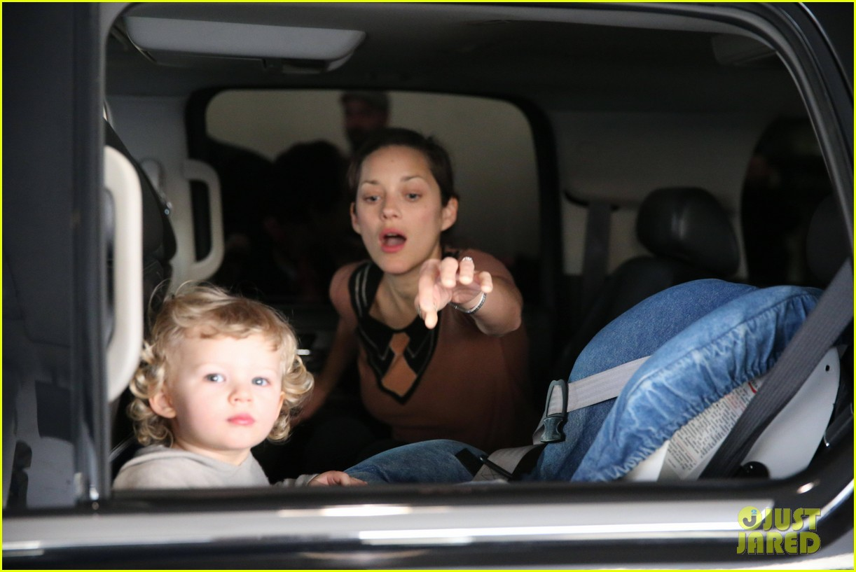 marion cotillard los angeles landing with marcel 10