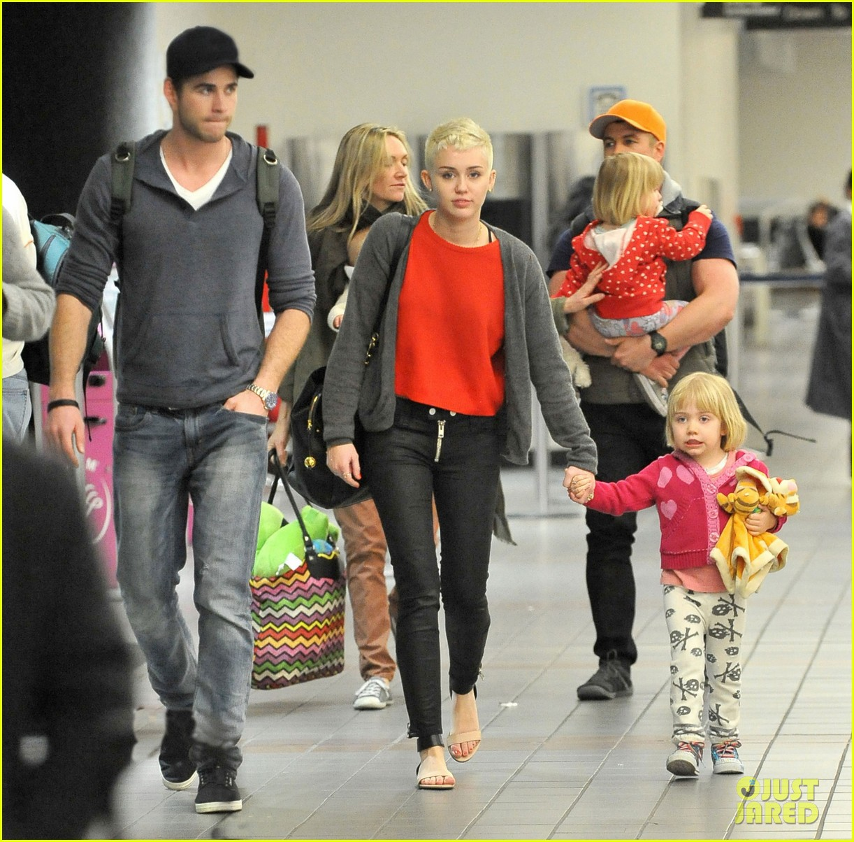 miley cyrus liam hemsworth take flight with the family 032792148