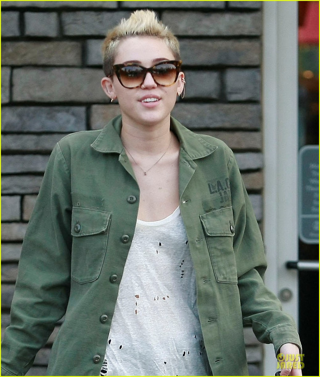 miley cyrus mexican food stop 022785346