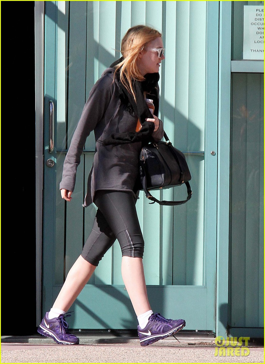 dakota fanning healthy juice after workout 012789766
