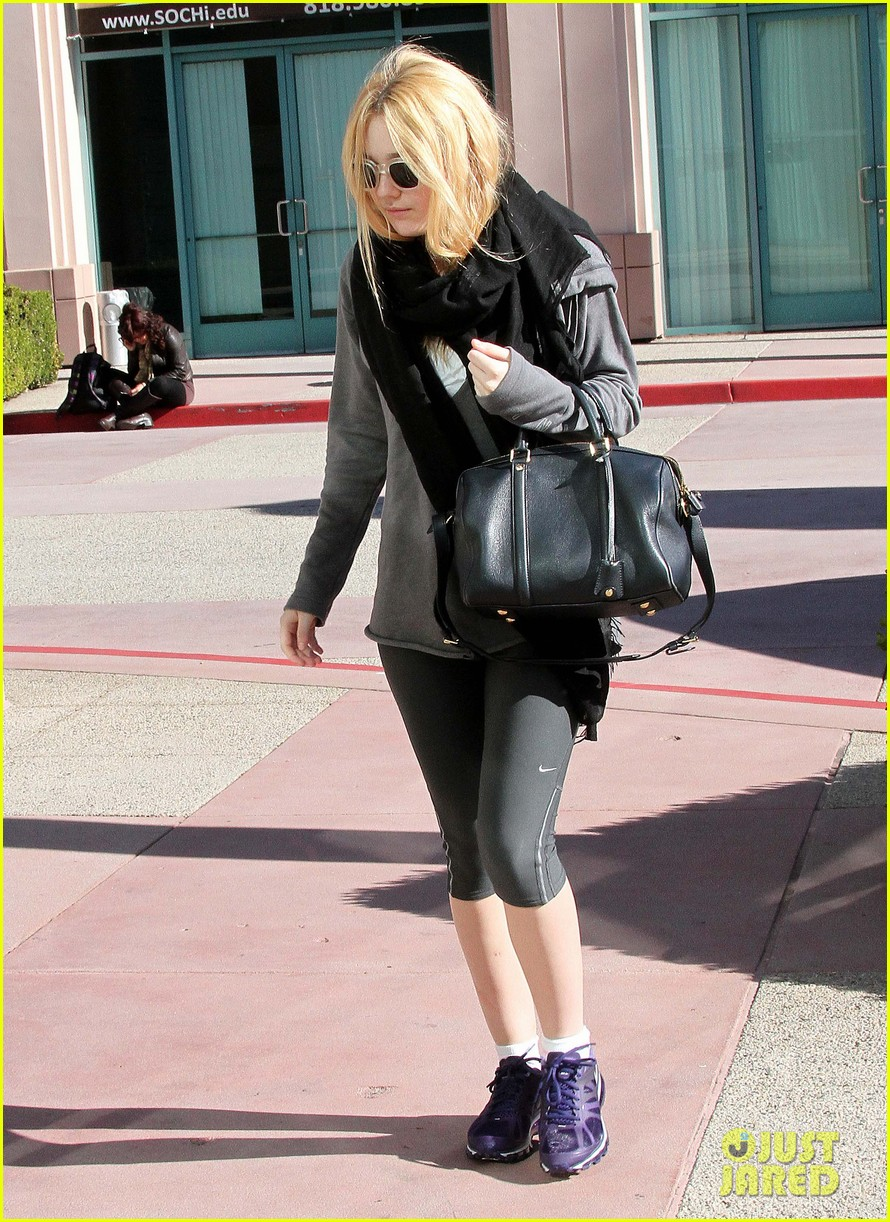 dakota fanning healthy juice after workout 07