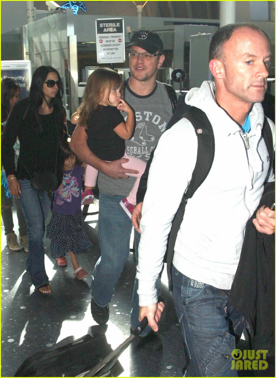 matt damon family lax arrival 062784653