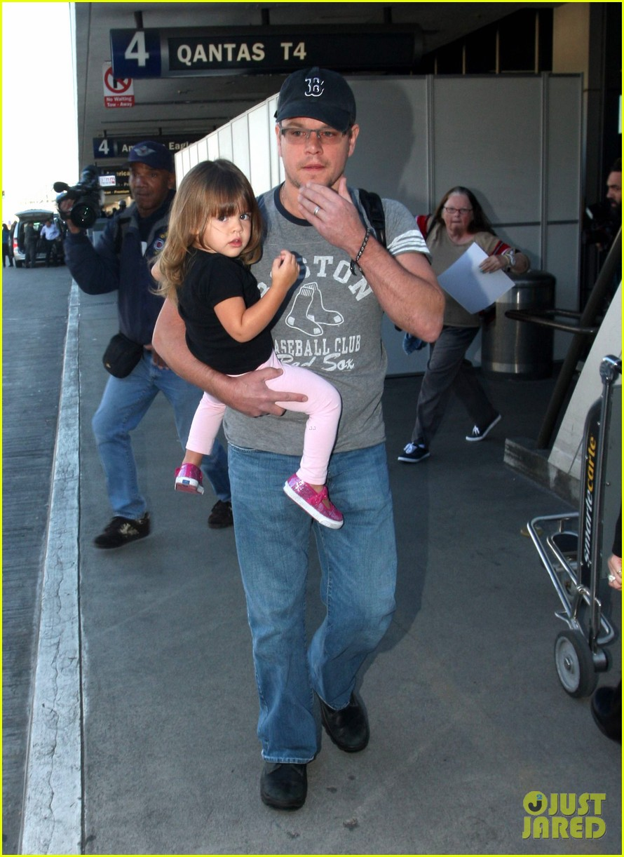 matt damon family lax arrival 09
