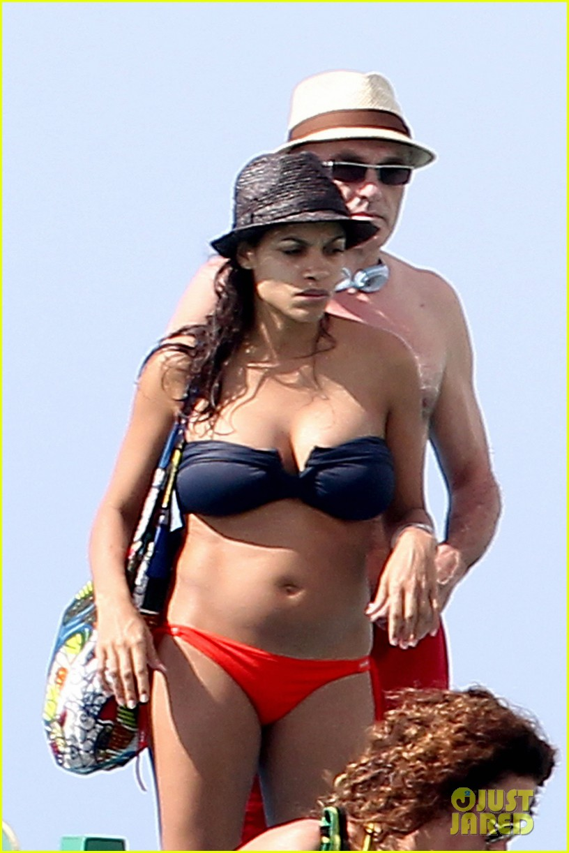 rosario dawson barbados bikini babe with shirtless danny boyle 02