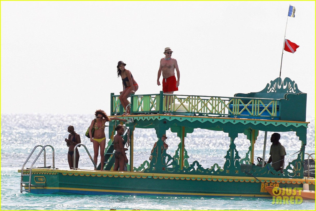 rosario dawson barbados bikini babe with shirtless danny boyle 04