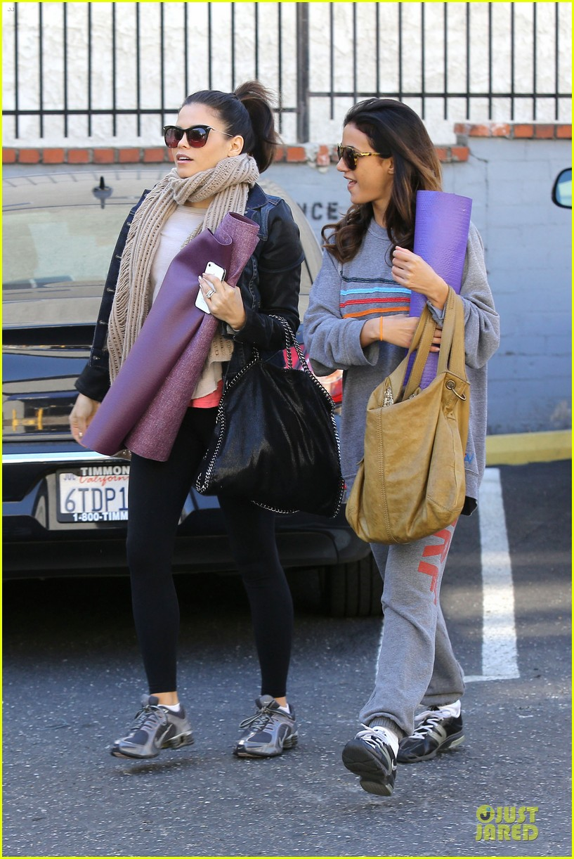 jenna dewan pre golden globes yoga with emmanuelle chriqui 212792572