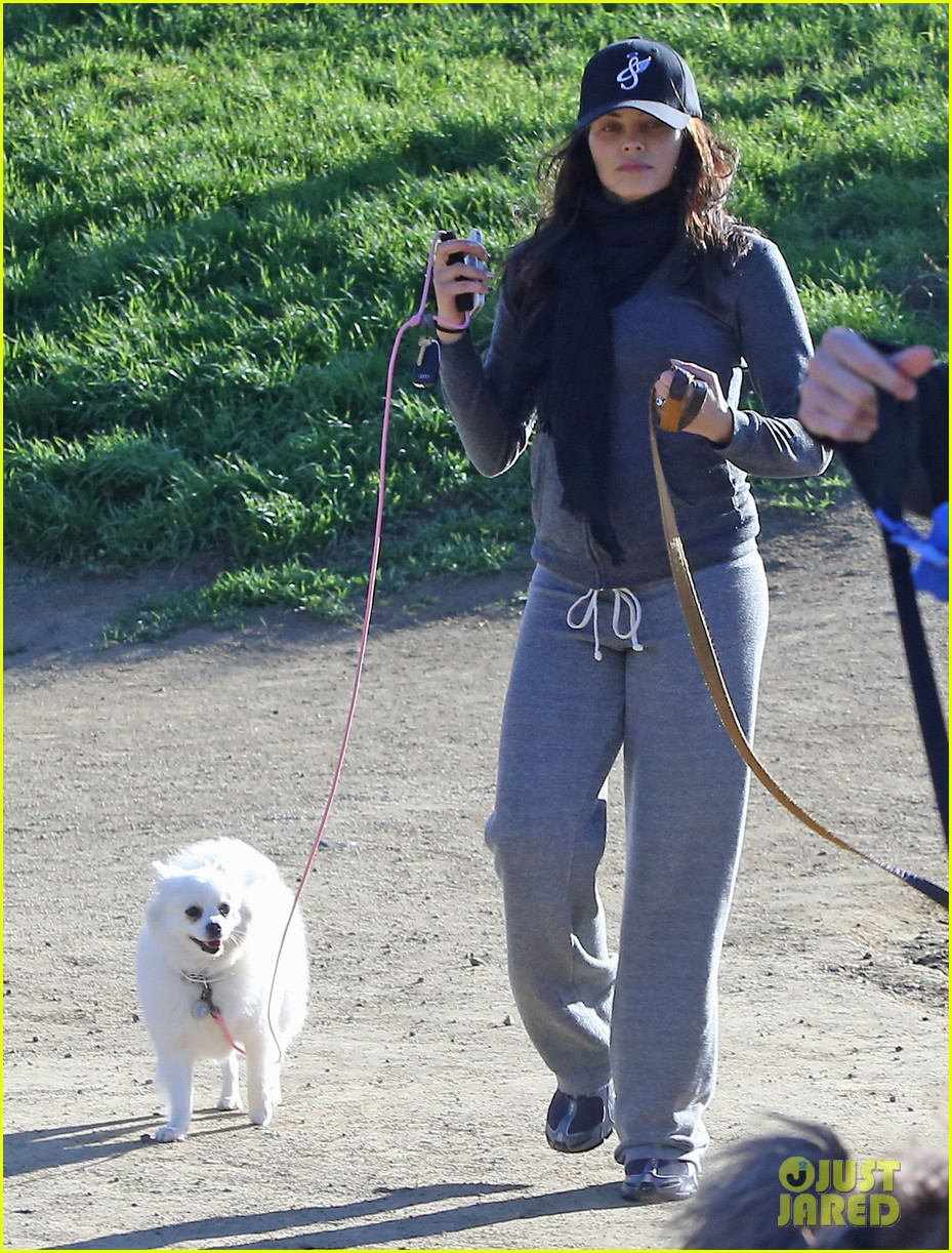 jenna dewan shows off growing baby bump on dog walk 07
