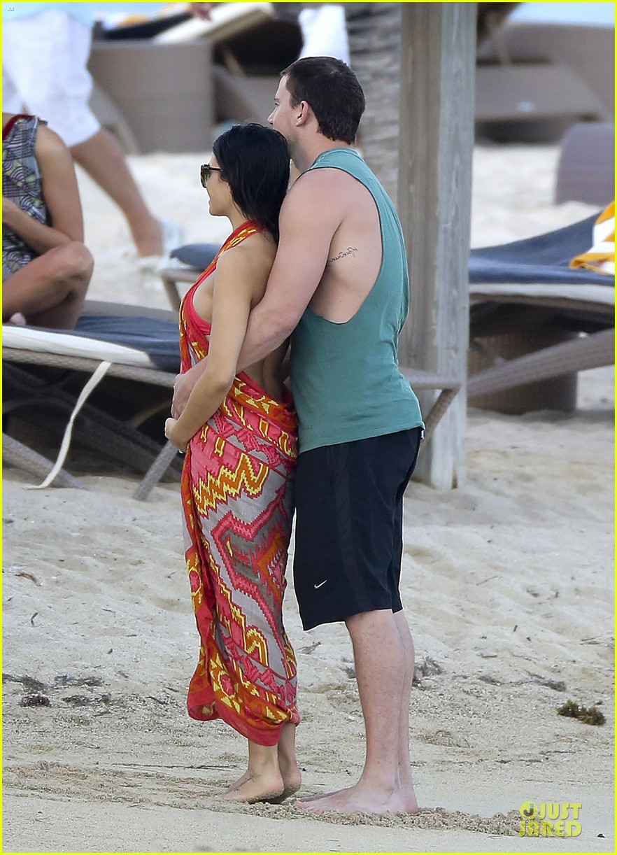 pregnant jenna dewan & channing tatum st barts kissing pair 01