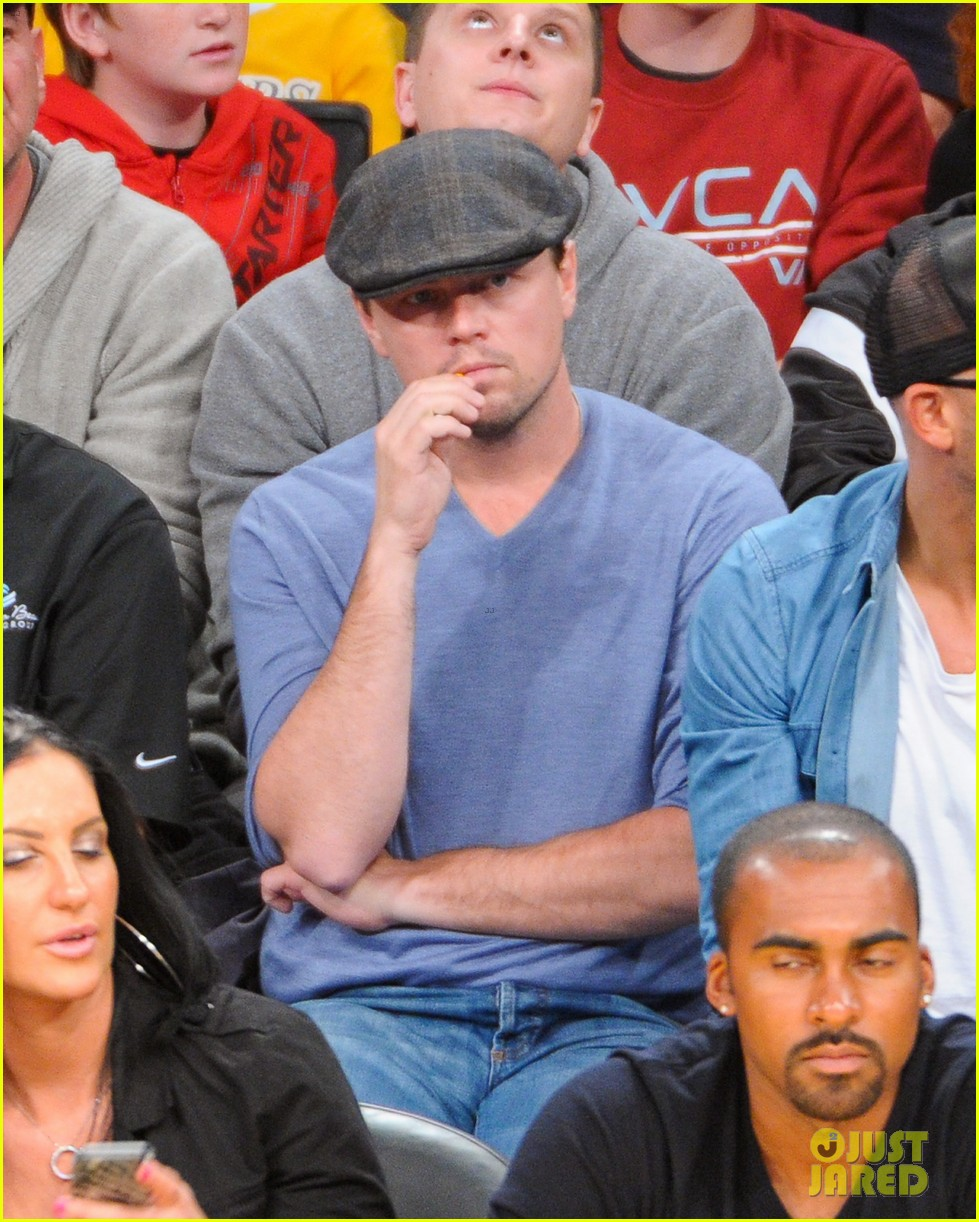 leonardo dicaprio lakers game night 03