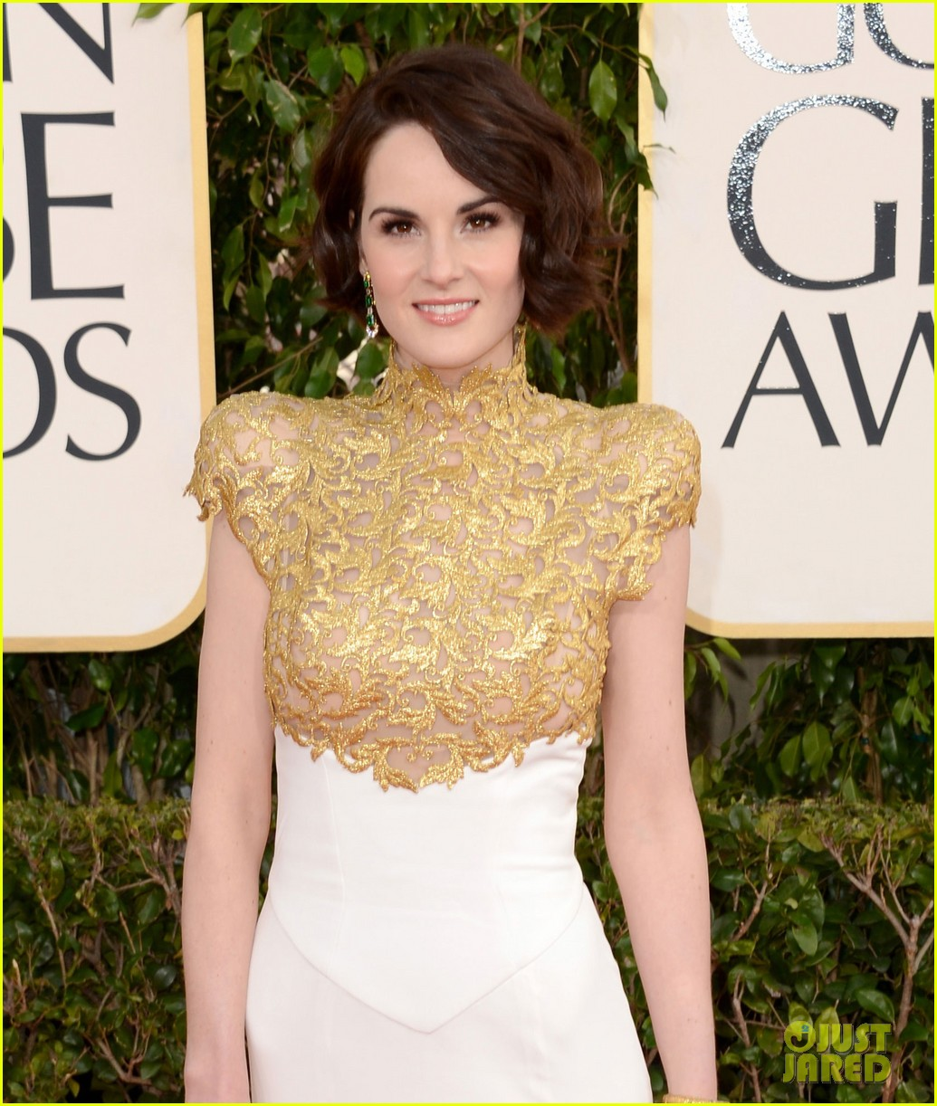 michelle dockery golden globes 2013 red carpet 01
