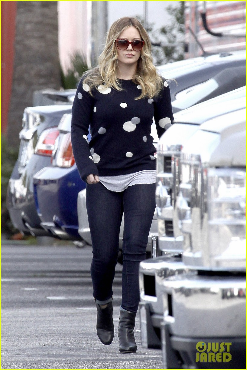 hilary duff raising hope set 09