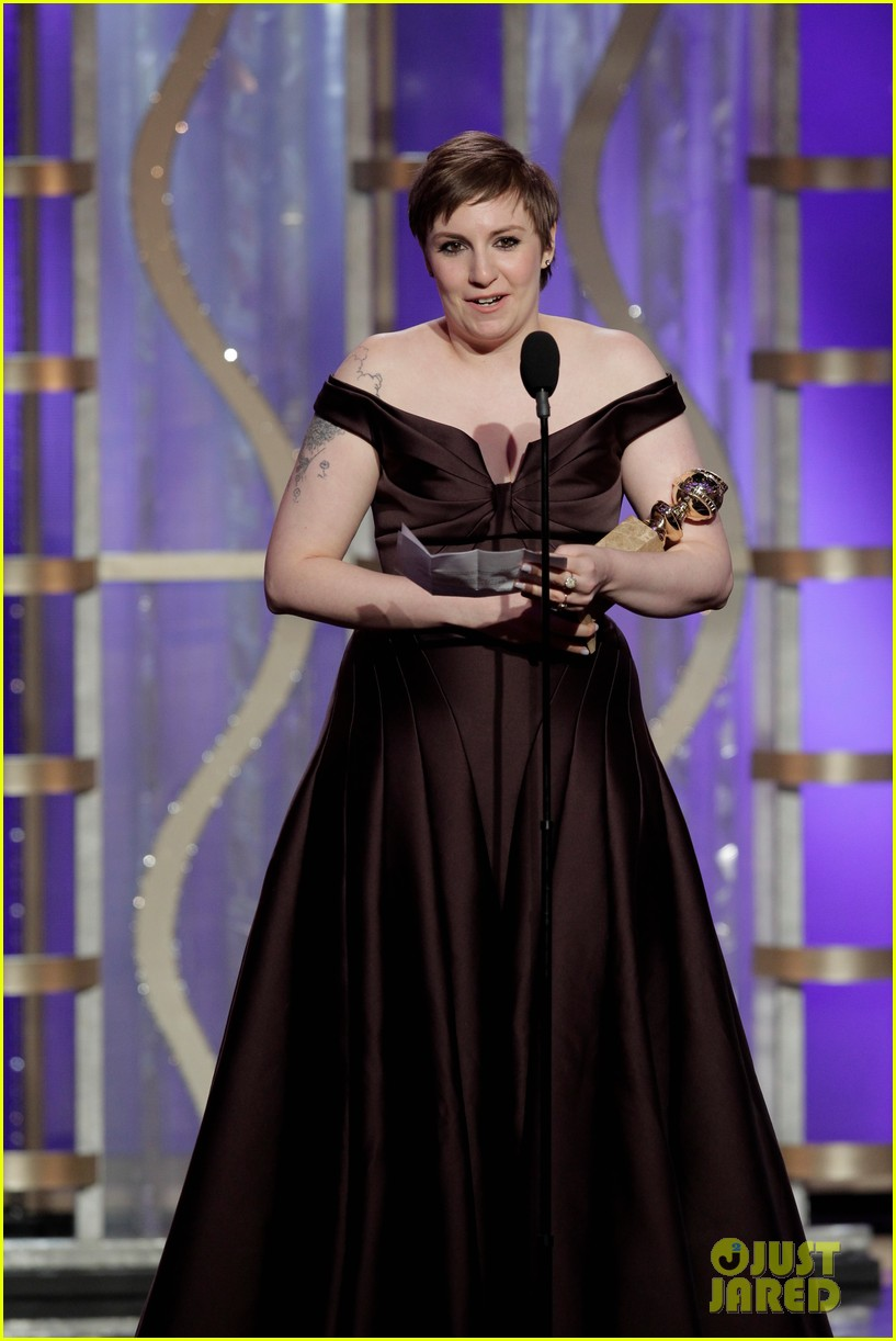 lena dunham girls wins best comedy series at golden globes 2013 20