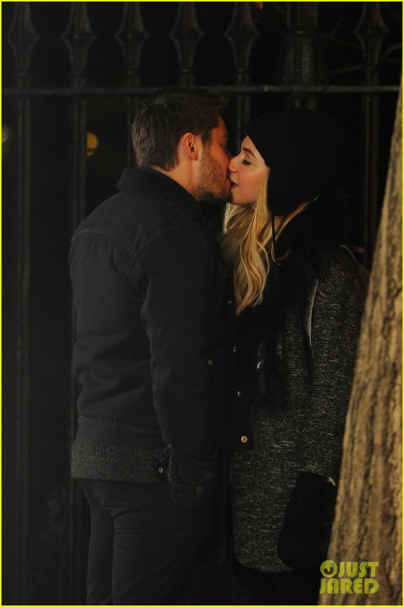 zac efron imogen poots kiss kiss for dating 03