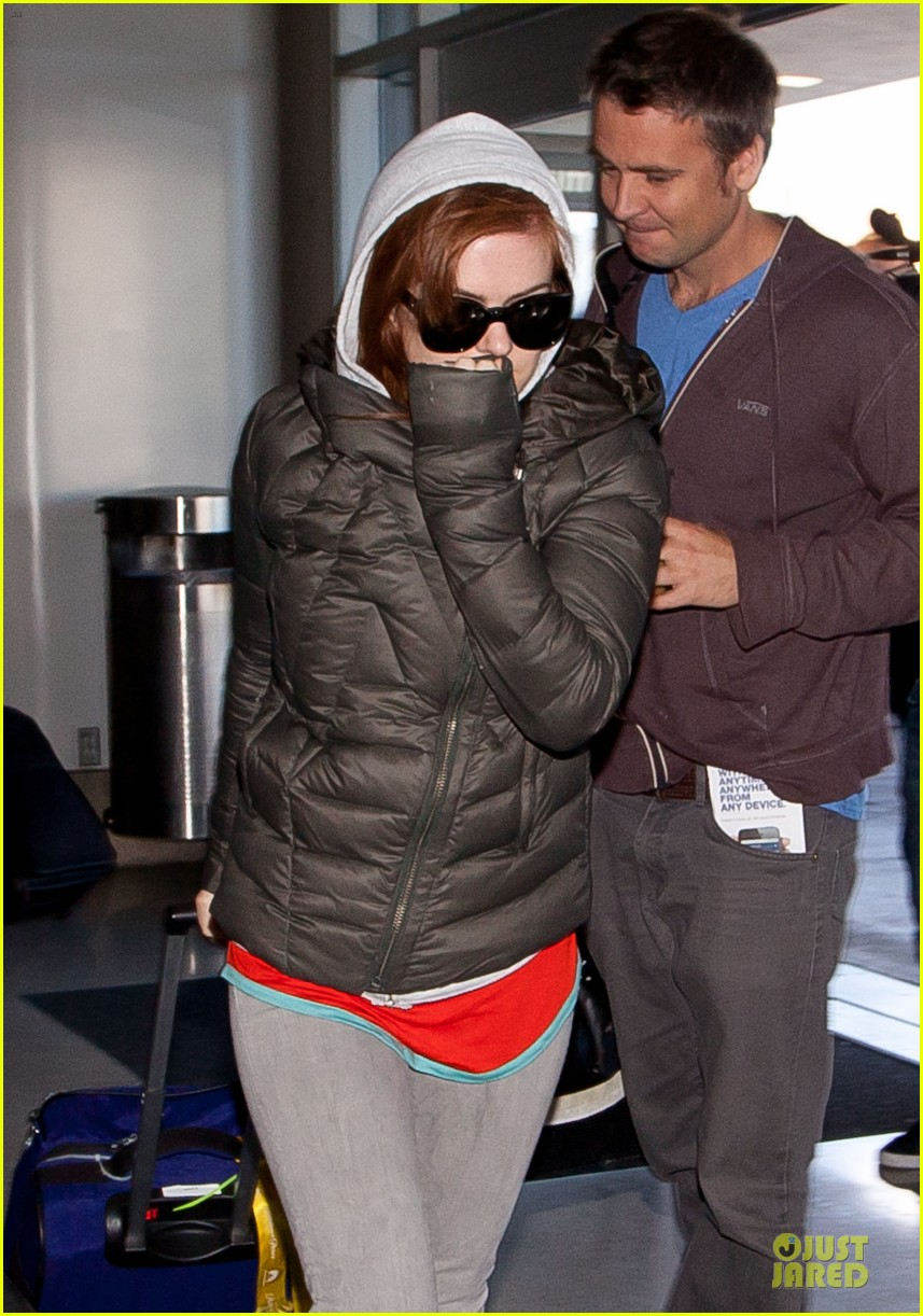 isla fisher post sag awards lax departure 022801044