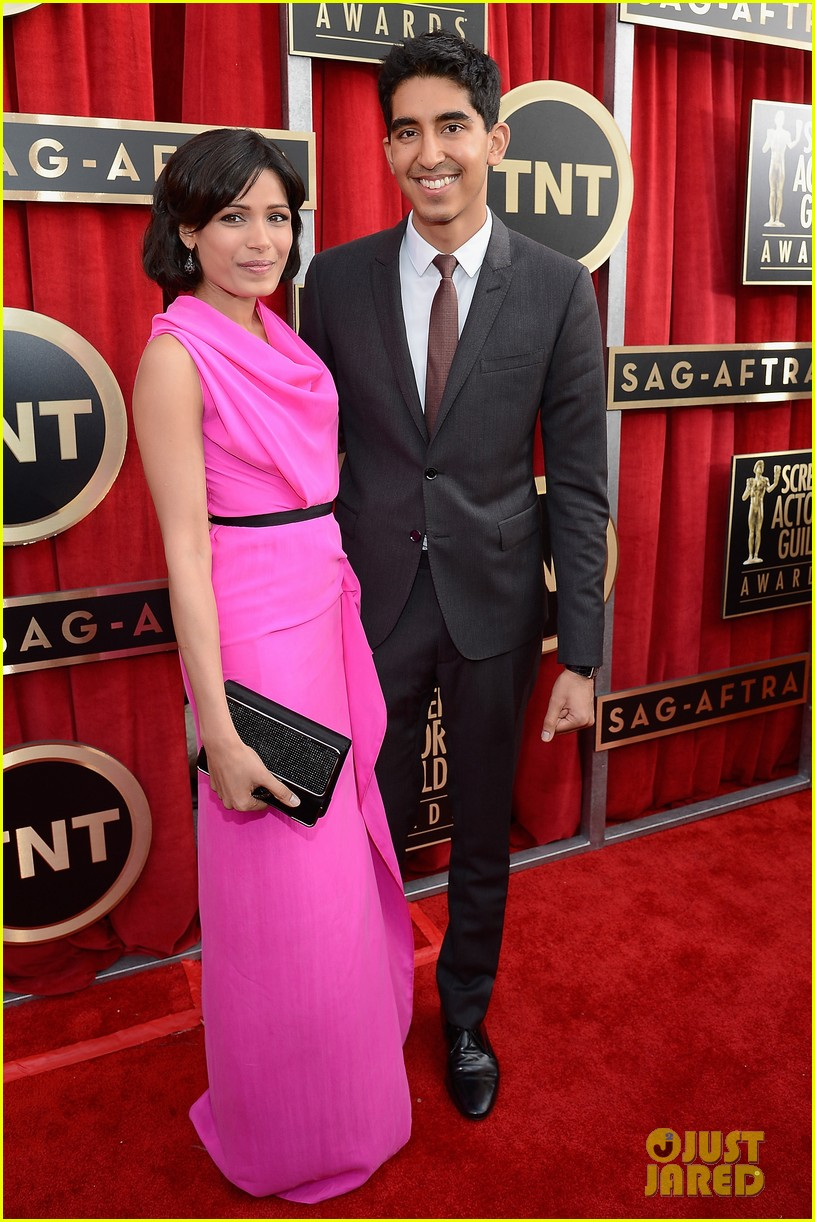 freida pinto dev patel sag awards 2013 red carpet 01