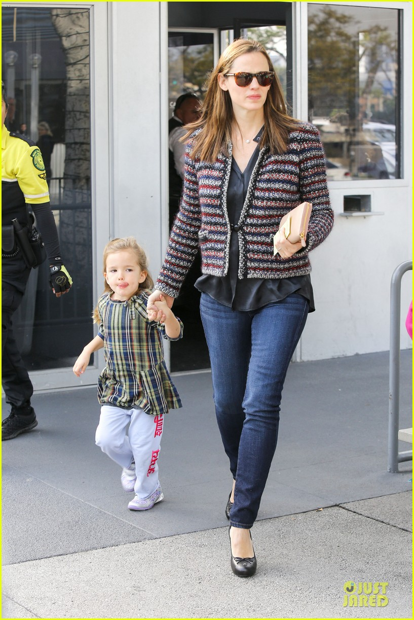 jennifer garner ahmanson play date with violet & seraphina 09