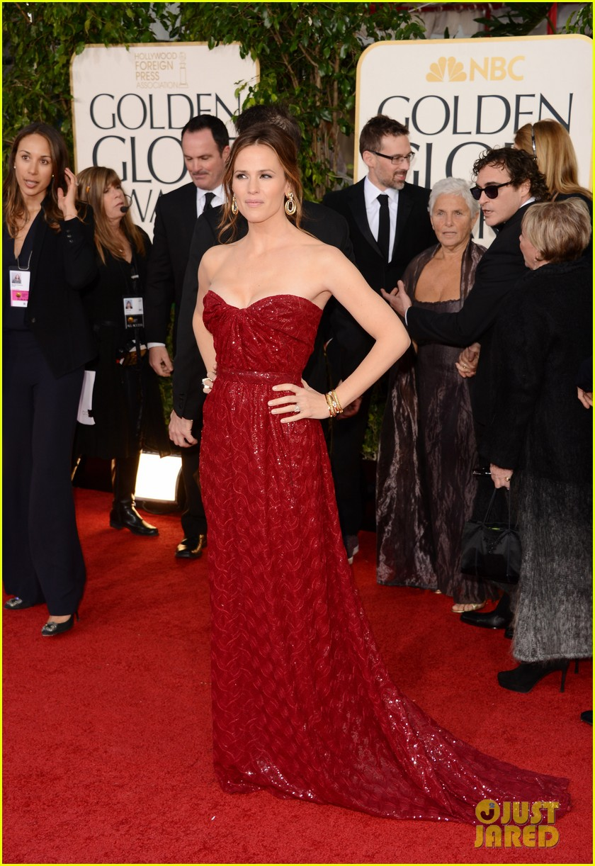 jennifer garner golden globes 2013 red carpet 10