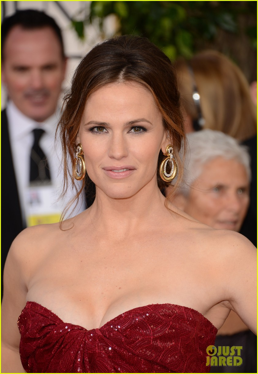 jennifer garner golden globes 2013 red carpet 11