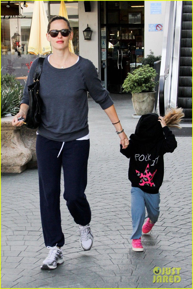 jennifer garner pacific palisades violet 16