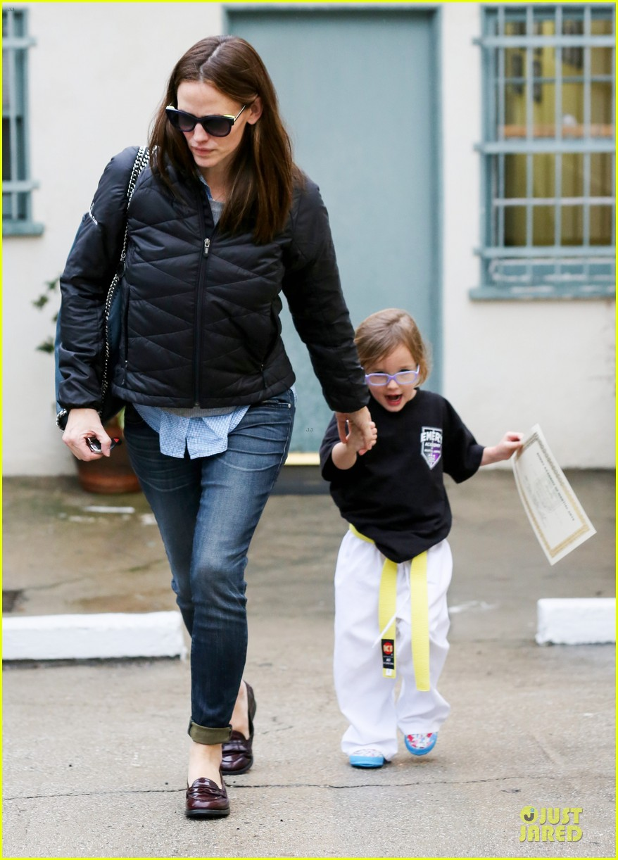 jennifer garner ben affleck rainy karate drop off 032798699