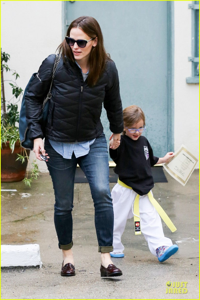 jennifer garner ben affleck rainy karate drop off 182798714