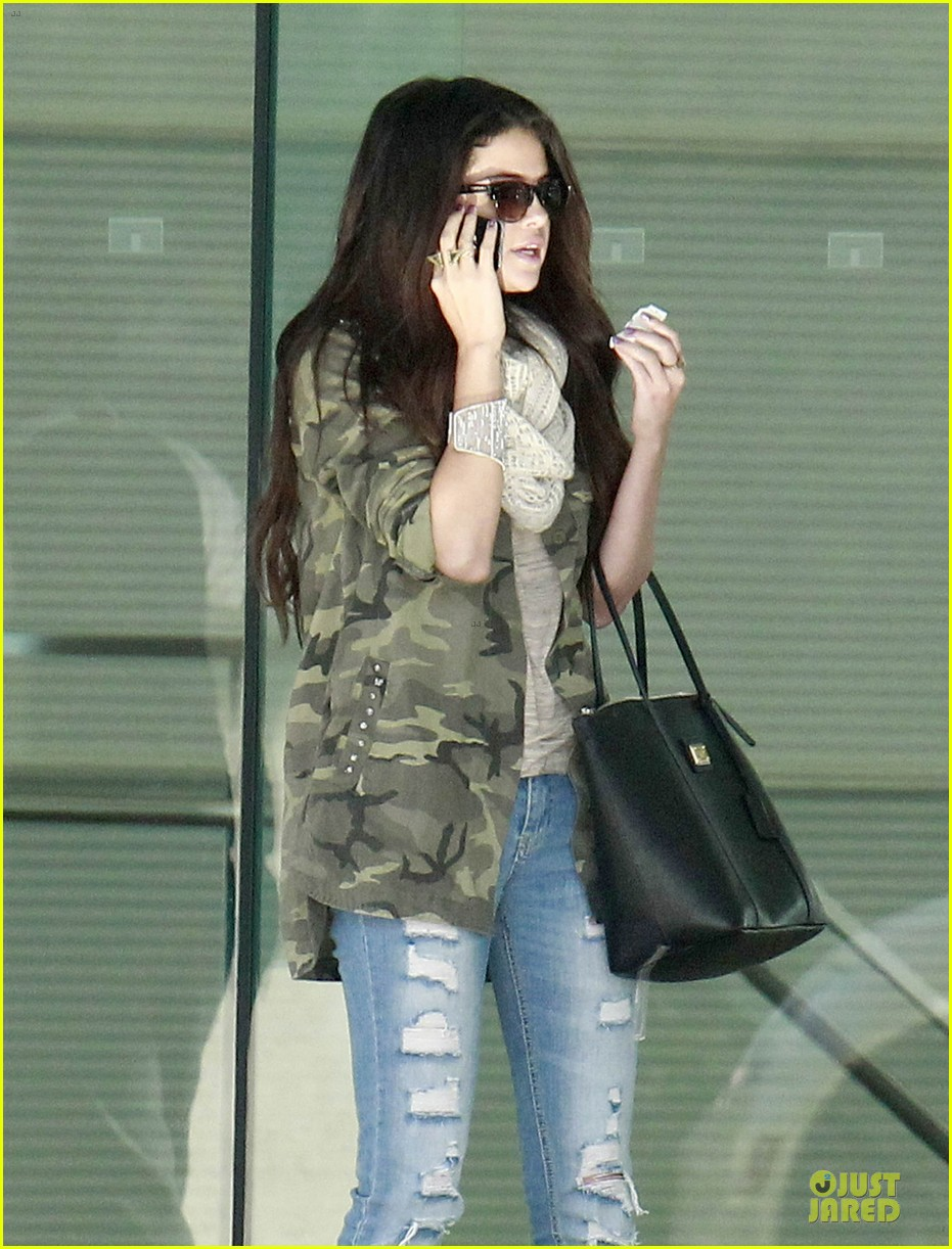 selena gomez office day with vanessa hudgens 072787354