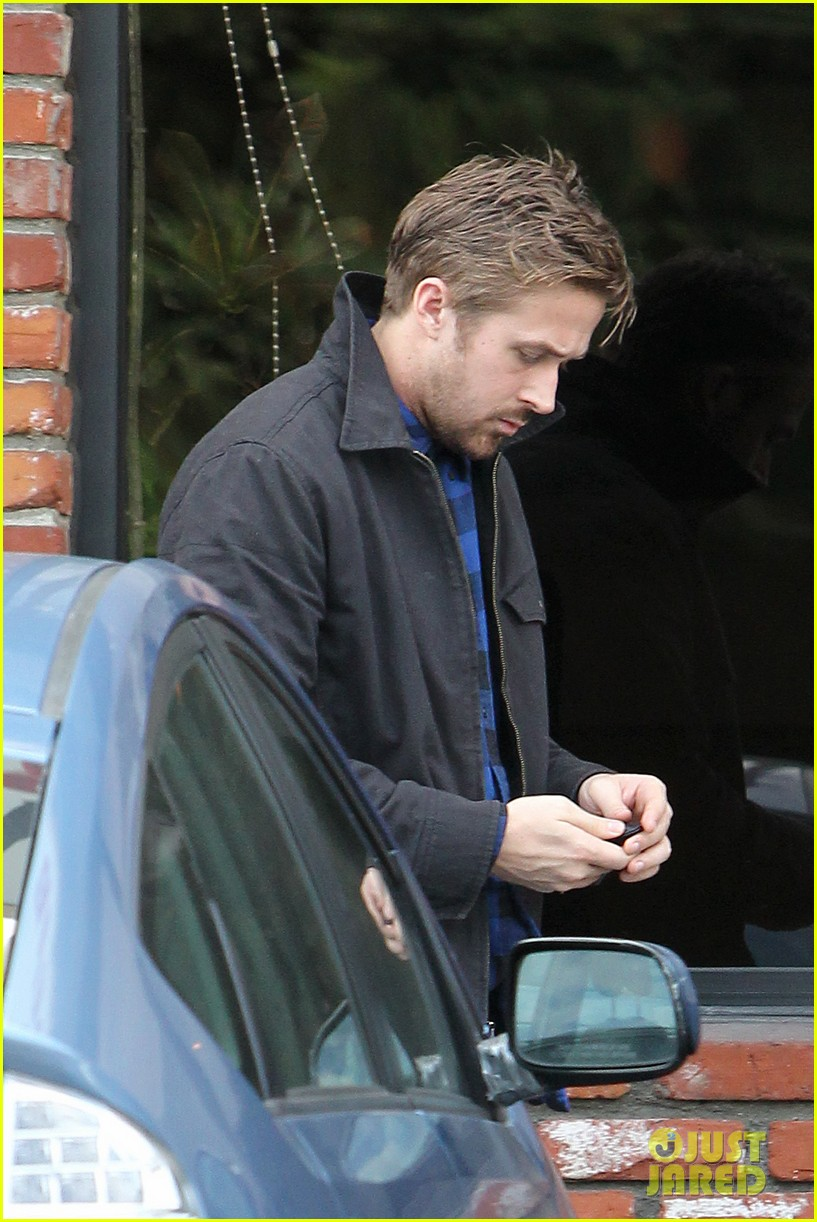 ryan gosling eva mendes separate food runs 02