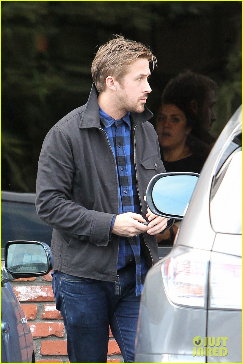 ryan gosling eva mendes separate food runs 16