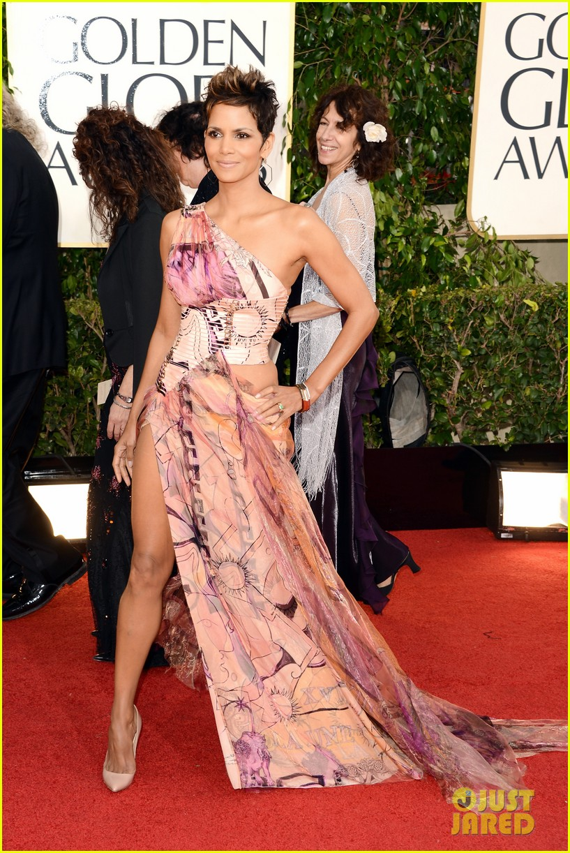 halle berry golden globes 2013 red carpet 03