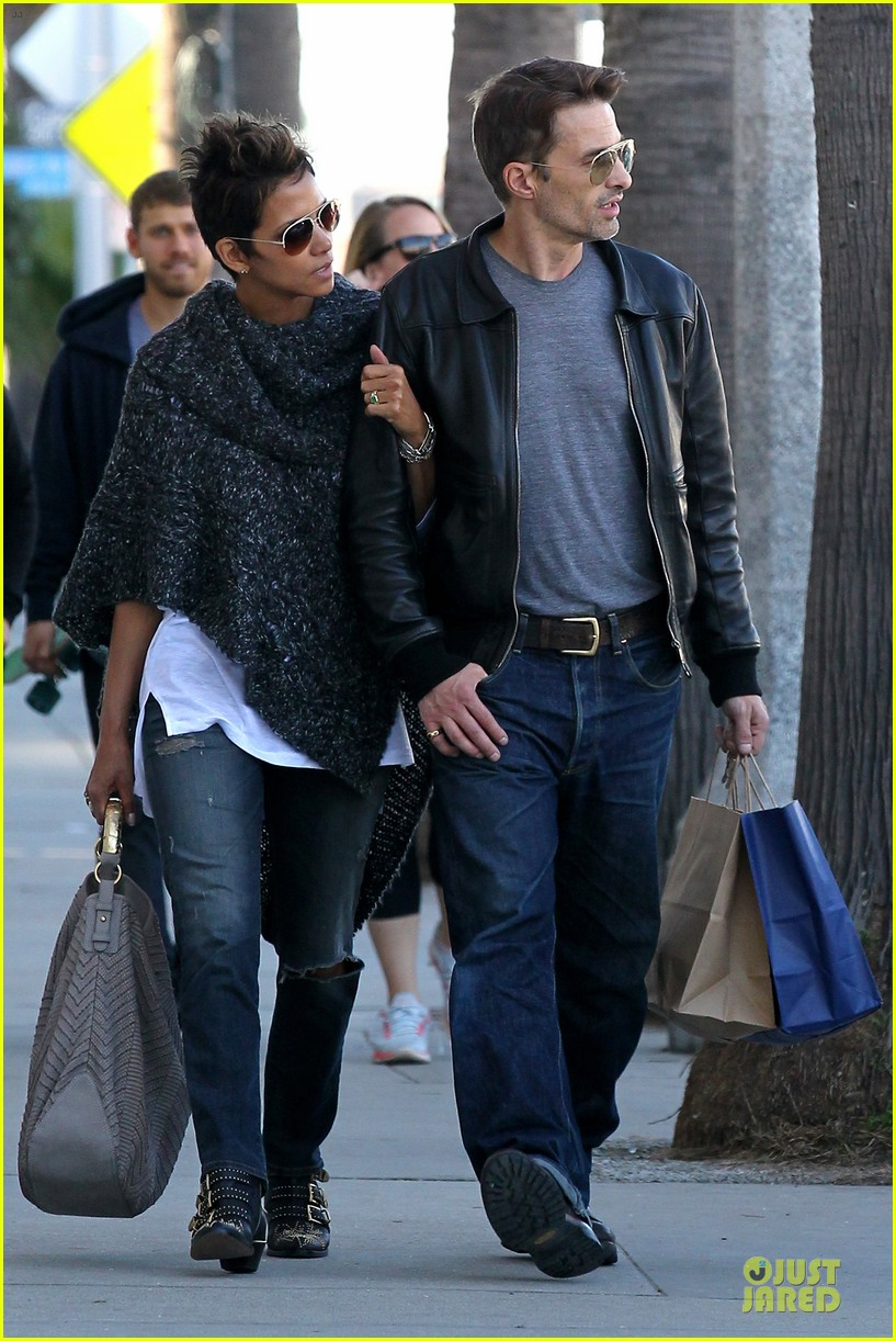 halle berry pushed for more in movie 43 19