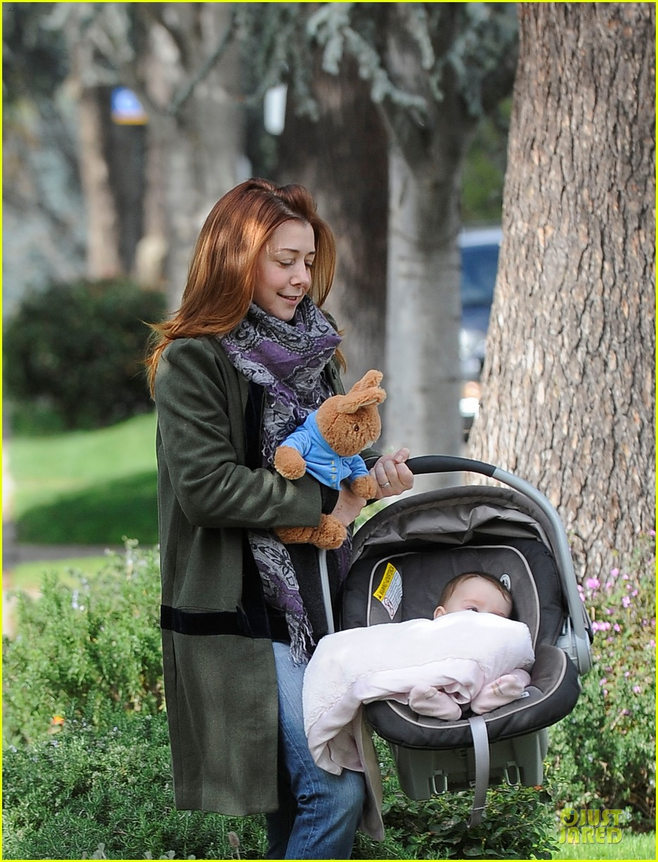 alyson hannigan motherhood is the most rewarding job ever 04