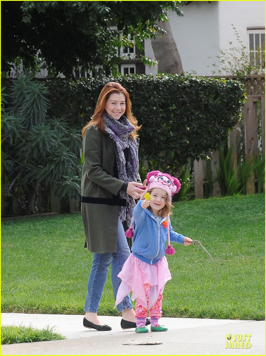 alyson hannigan motherhood is the most rewarding job ever 052782986