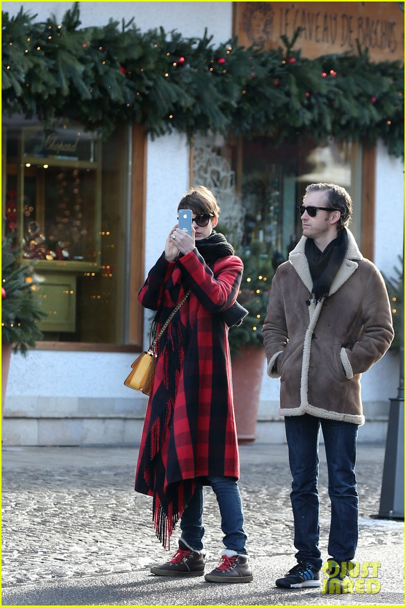 anne hathaway adam shulman switzerland kisses 112783921