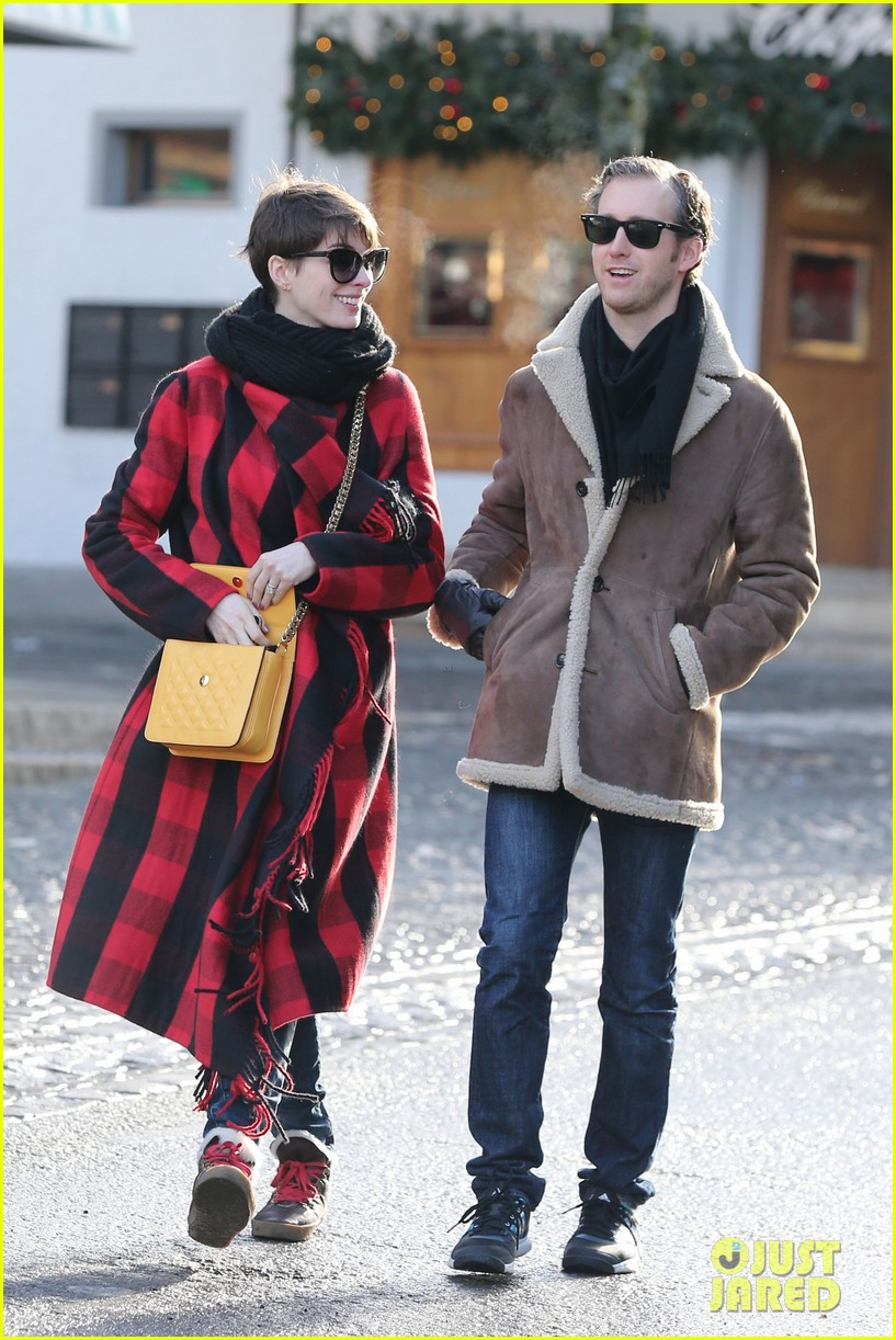 anne hathaway adam shulman switzerland kisses 172783927
