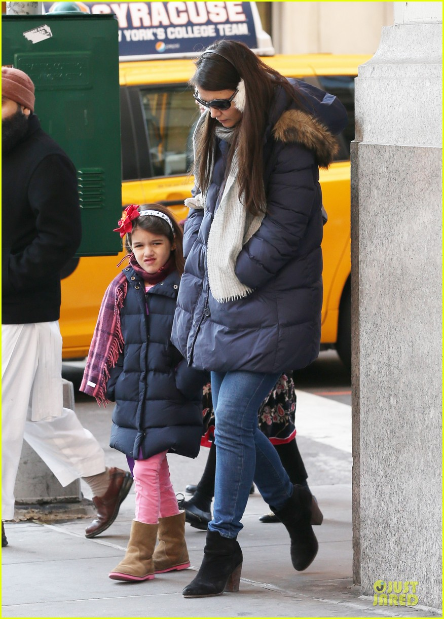 katie holmes & sui jacket matching duo 01