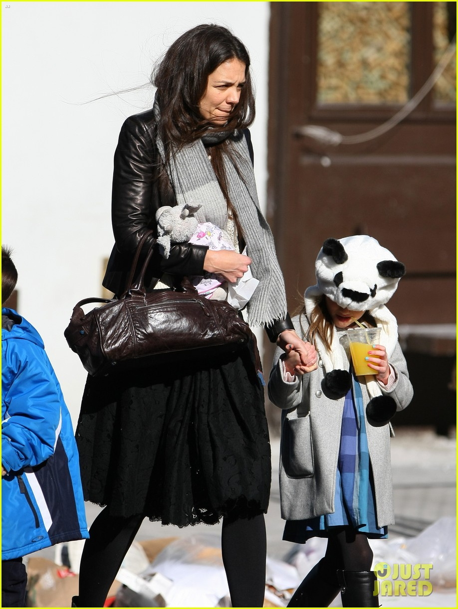 katie holmes sunday brunch with suri 15