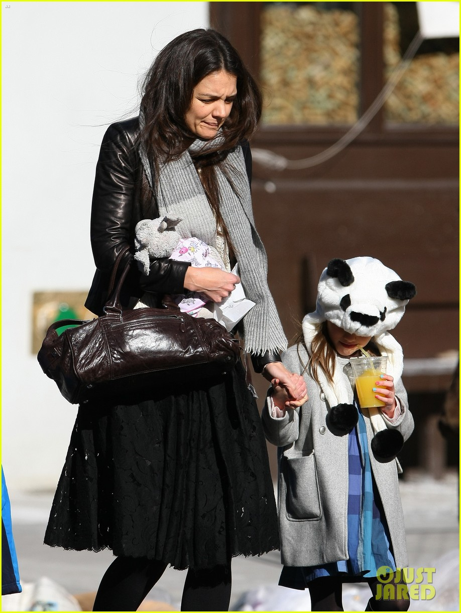 katie holmes sunday brunch with suri 16