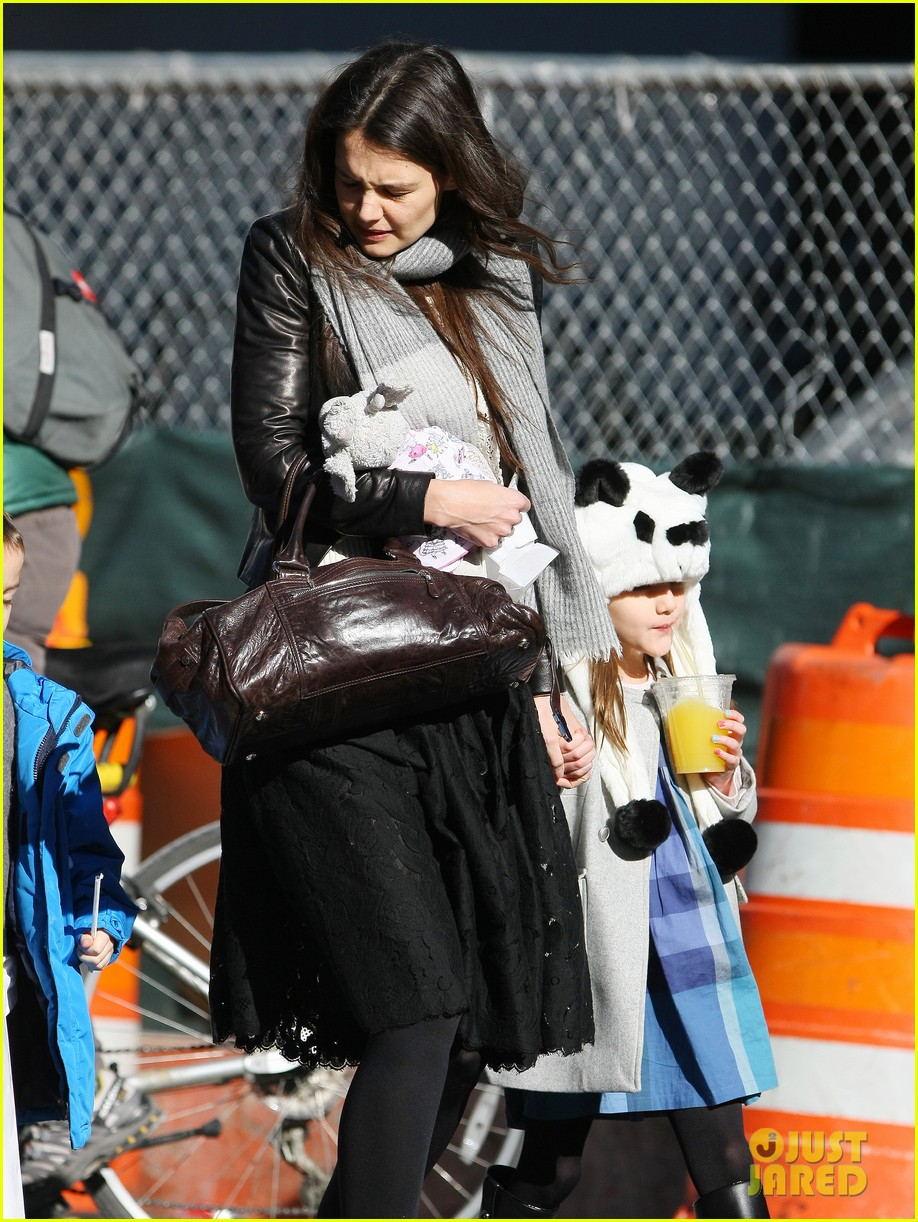 katie holmes sunday brunch with suri 23