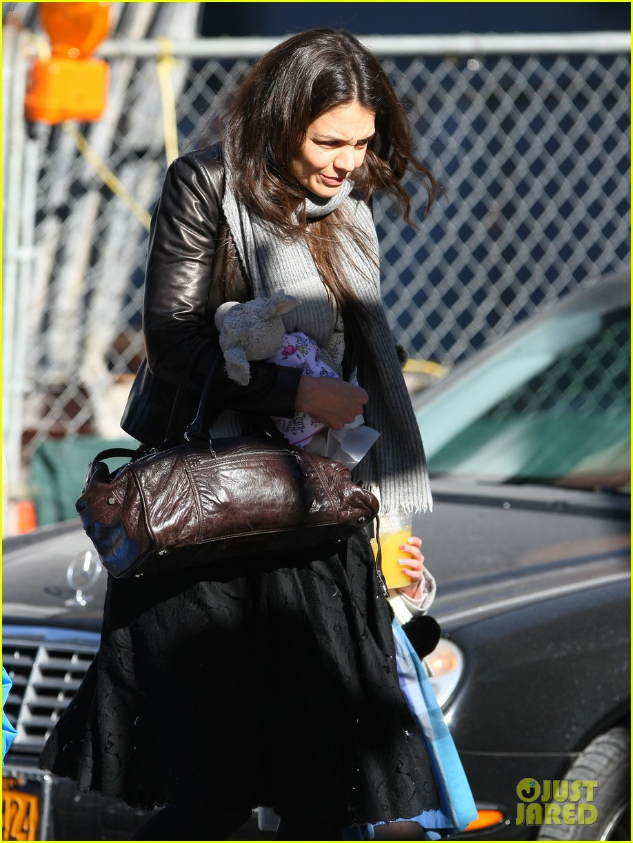 katie holmes sunday brunch with suri 25