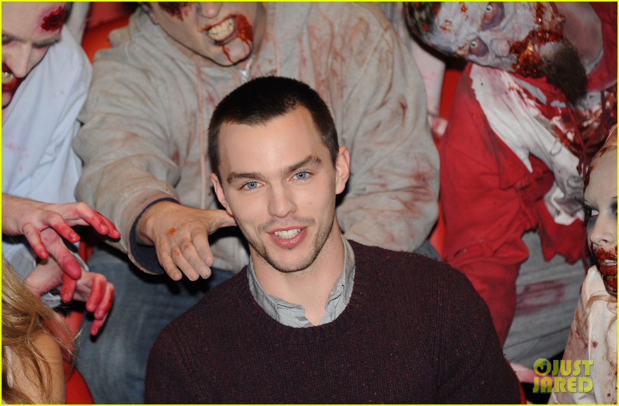 teresa palmer nicholas hoult warm bodies london photo call 07
