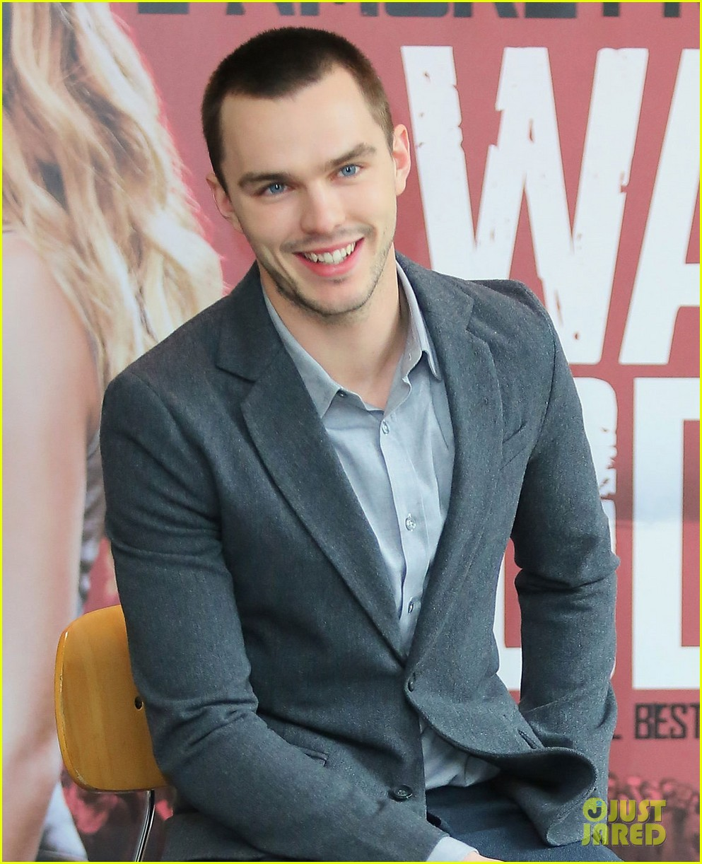 nicholas hoult warm bodies rome photo call 02