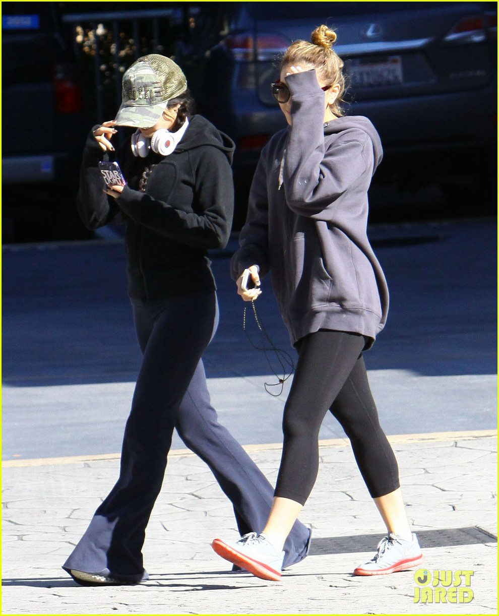 vanessa hudgens austin butler separate studio city outings 022790631