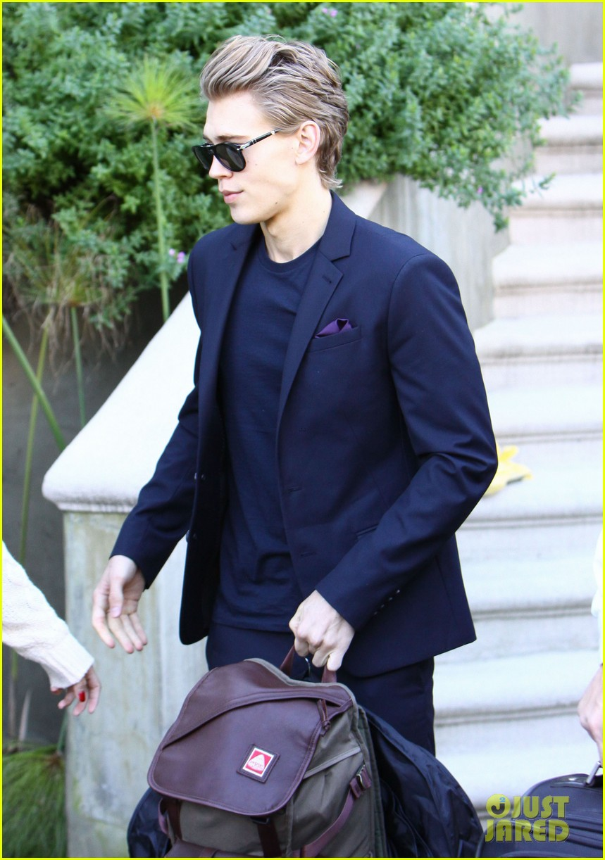 vanessa hudgens austin butler separate studio city outings 03