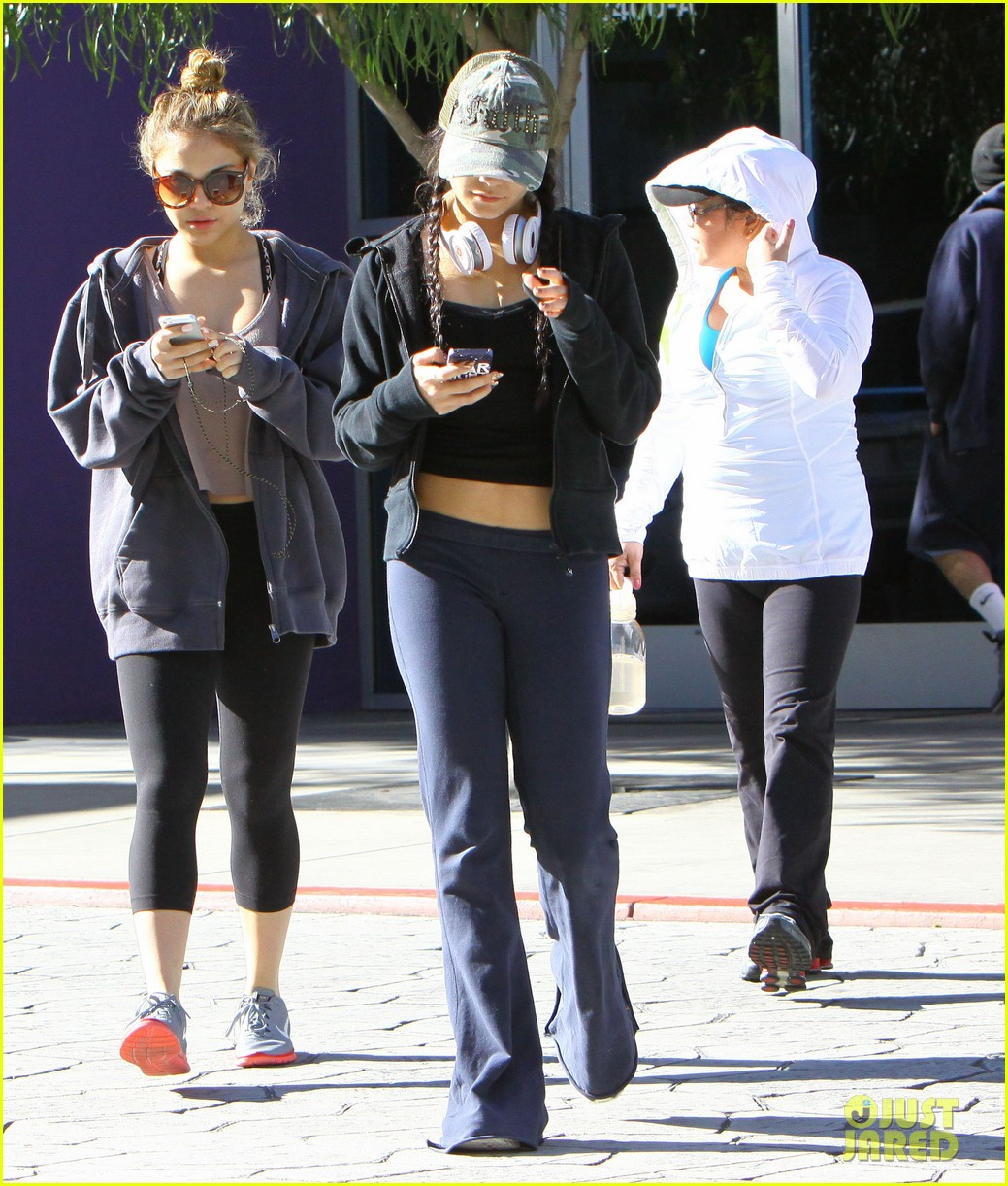 vanessa hudgens austin butler separate studio city outings 04
