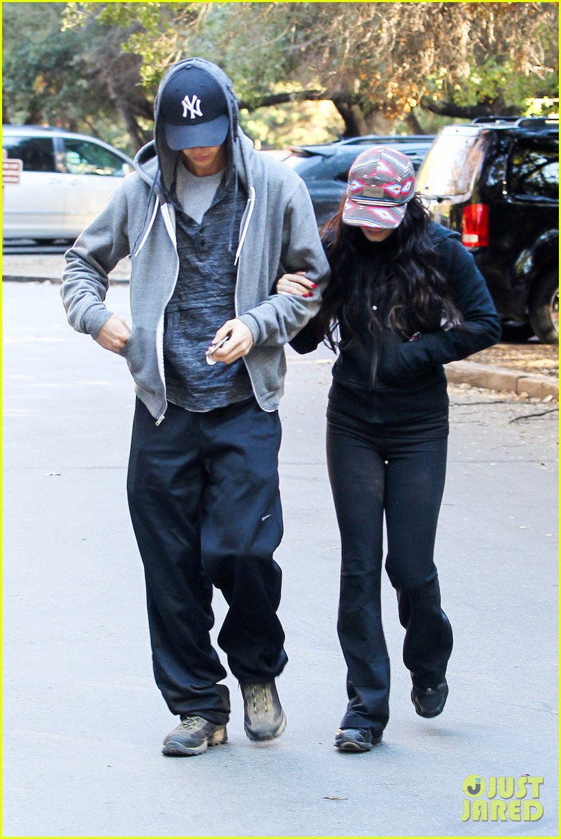 vanessa hudgens austin butler early morning hike 15